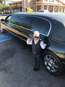 Limo Service Scottsdale stretch thumbs up